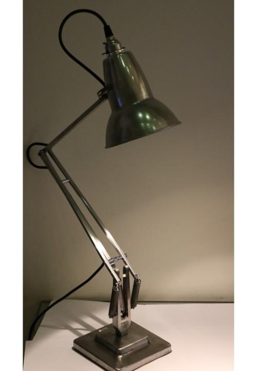 Lampe de bureau modèle Anglepoise
